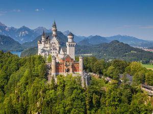 Schloss Neuschwanstein iStock 624908360
